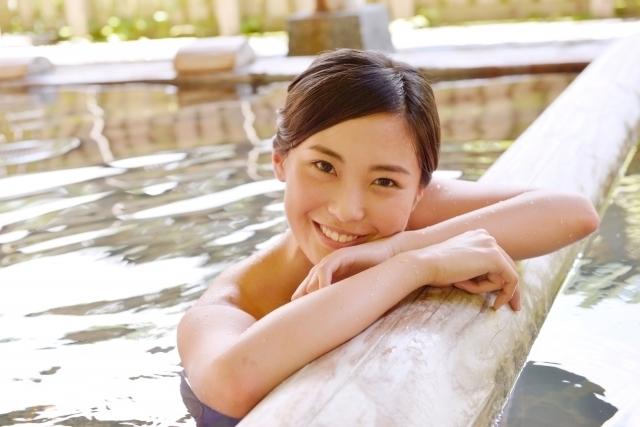入浴女性温泉風呂.jpg